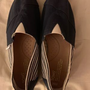 navy blue striped toms NEW